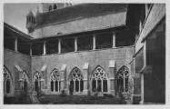 1 vue  - Abbaye d'Ambronay - le cloître (ouvre la visionneuse)