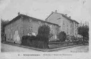 1 vue  - Presbytère et maison des Missionnaires (ouvre la visionneuse)