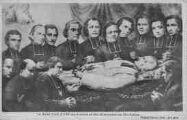 1 vue  - le Saint Curé mort entouré des missionnaires diocésains (ouvre la visionneuse)