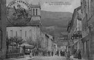 1 vue  - Eglise et rue de la République (ouvre la visionneuse)