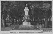1 vue  - le monument Brillat-Savarin et le Promenoir (ouvre la visionneuse)