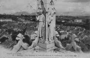 1 vue  - vue générale et l'une des tours de la Cathédrale (ouvre la visionneuse)