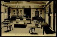 1 vue  - Pensionnat Marguerite-Marie - Salle de dessin et d'expériences (ouvre la visionneuse)
