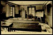 1 vue  - Pensionnat Marguerite-Marie - Une classe (ouvre la visionneuse)
