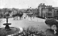 1 vue  - le cours de Verdun, la place Bernard et l'école Carriat (ouvre la visionneuse)