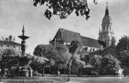 1 vue  - la place Bernard et église Notre-Dame (ouvre la visionneuse)