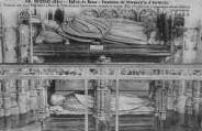 1 vue  - église de Brou - tombeau de Marguerite d'Autriche. Comme son mari Philibert le Beau, la princesse est représentée vivante et morte. Elle est entourée d'ornements d'une richesse surprenante (ouvre la visionneuse)
