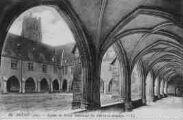 1 vue  - Eglise de Brou - intérieur du cloître et arcades (ouvre la visionneuse)