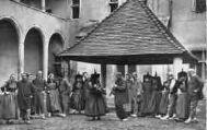 1 vue  - Eglise de Brou - La Polka piquée dans le 3e cloître (ouvre la visionneuse)