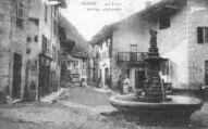 1 vue  - la fontaine et rue Centrale (ouvre la visionneuse)
