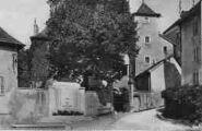 1 vue  - monument et chemin de la Tour (ouvre la visionneuse)