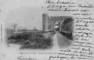 1 vue  - vestiges du château féodal (ouvre la visionneuse)