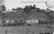 1 vue  - vestiges d'un ancien château (ouvre la visionneuse)