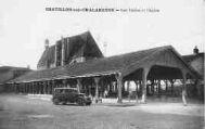 1 vue  - les Halles et l'Eglise (ouvre la visionneuse)