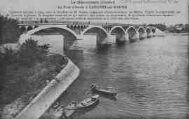 1 vue  - Le Pont d'Arciat à Crèches-sur-Saône. Construit de 1900 à 1904, sous la direction de Mr Parent, ingénieur d'arrondissement de Mâcon, d'après le projet établi par Lacroix, ingénieur. Sa longeur totale est de 252 mètres (ouvre la visionneuse)