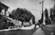 1 vue  - Grande-Rue et l'Ecu de France (ouvre la visionneuse)