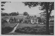 1 vue  - un coin de Divonne et le Château (ouvre la visionneuse)