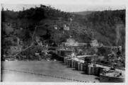 1 vue  - Génissiat-barrage et route - vue prise rive droite (ouvre la visionneuse)