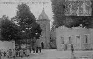 1 vue  - Place de la Mairie et l'Eglise (ouvre la visionneuse)