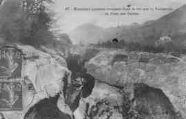 1 vue  - Marmites géantes creusées dans le roc par la Valserine au Pont des Oulles (ouvre la visionneuse)
