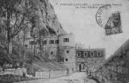 1 vue  - Fort-de-l'Ecluse - l'entrée (côté France) la tour féodal (1160) (ouvre la visionneuse)