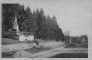 1 vue  - monument aux Morts - route de Bourg (ouvre la visionneuse)
