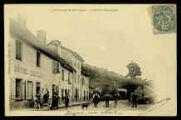 1 vue  - Les Granges-de-Montagnieu - La place et Montagnieu [Hôtel Chariot] (ouvre la visionneuse)