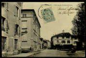 1 vue  - L'entrée par la route de Lyon (ouvre la visionneuse)