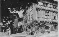 1 vue  - Hostellerie du Vieux Pérouges - façade du 13e siècle (ouvre la visionneuse)
