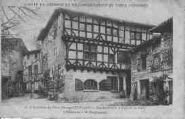 1 vue  - Hostellerie du Vieux Pérouges (XIIIe siècle) rue des Princes et place de la Halle (ouvre la visionneuse)