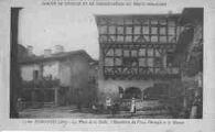 1 vue  - la place de la Halle, l'hostellerie du Vieux Pérouges et la maison (ouvre la visionneuse)