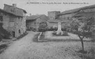 1 vue  - vers la porte d'en-haut - église et monument aux Morts (ouvre la visionneuse)