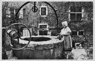 1 vue  - Le vieux puits, vision d'un autre âge (ouvre la visionneuse)
