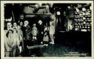 1 vue  - Les Caras Pérozards-Noyé 'La Noël' [les enfants sont tous de Pérouges, le vielleux est bressan, 1942] (ouvre la visionneuse)