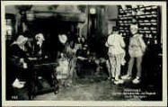 1 vue  - Les Caras Pérozards-La Vogua 'La St Georges' [les enfants sont tous de Pérouges, le vielleux est bressan, 1942] (ouvre la visionneuse)