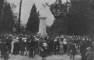 1 vue  - Inauguration du monument au morts ? Chapel faisant un discours (ouvre la visionneuse)
