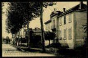 1 vue  - Ecole de filles et faubourg de Chalon (ouvre la visionneuse)