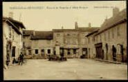 1 vue  - Place de la Fontaine et Hôtel Béréziat (ouvre la visionneuse)