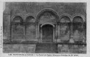 1 vue  - le portail de l'église (monument historique du Xie siècle) (ouvre la visionneuse)