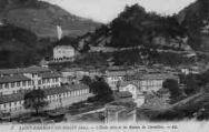 1 vue  - l'école libre et les ruines de Cornillon (ouvre la visionneuse)