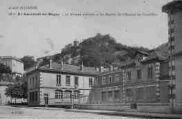 1 vue  - le groupe scolaire et les ruines du château de Cornillon (ouvre la visionneuse)