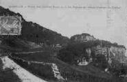 1 vue  - route des Grands Rochers et les ruines du vieux château de Cuchet (ouvre la visionneuse)