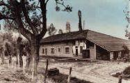 1 vue  - ferme bressane et cheminée sarrazine appartenant à M. De Saint-Sulpice (ouvre la visionneuse)