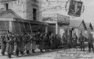 1 vue  - le relève de la garde - les Zouaves remplançant l'infanterie (ouvre la visionneuse)
