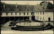 1 vue  - Chartreuse de Sélignat - La Cour et le Jet d'eau (ouvre la visionneuse)