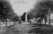 1 vue  - le monument et le boulevard (ouvre la visionneuse)