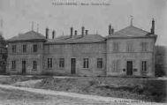 1 vue  - Mairie - Ecoles et Postes (ouvre la visionneuse)