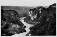 1 vue  - les gorges du Rhône et le fort de Pierre-Châtel (ouvre la visionneuse)