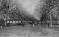 1 vue  - la Valbonne - allée centrale du camp (ouvre la visionneuse)