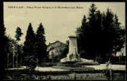 1 vue  - Place Pierre Goujon et le Monument aux Morts (ouvre la visionneuse)